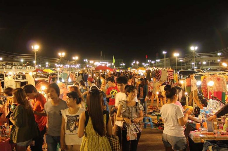 Liab Duan Night Market run walk shop
